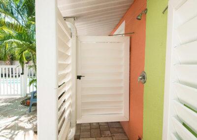 Anna-Maria-Island-Harbor-Lane-Court-Rental-outdoor-showers