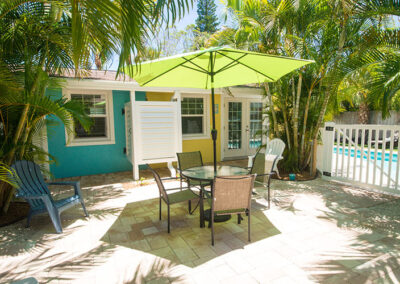 Slide Show Anna-Maria-Island-Harbor-Lane-Court-Rental-courtyard-2