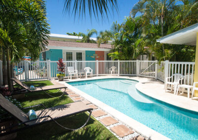 Slide Show Anna-Maria-Island-Harbor-Lane-Court-Rental-pool-in-the-summer